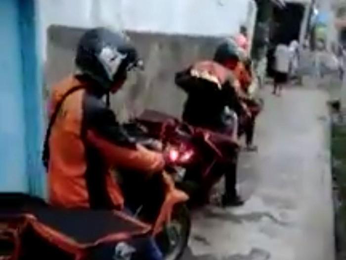 Petugas PT Pos Ditolak Warga Bandung