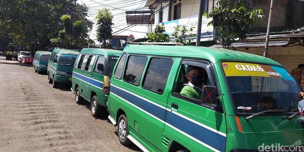 Sejumlah angkot di Kota Bandung