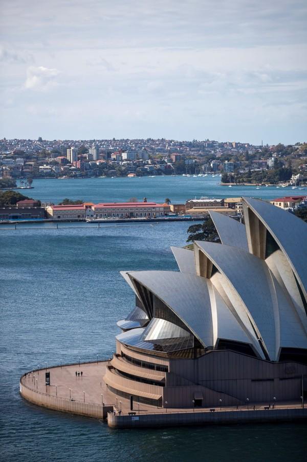 Ikonnya Australia, Sydney Opera House juga menawarkan tur visual 360 derajat, dimana wisatawan dapat menjelajahi situs ikonik itu sekaligus menyelami sejarah, arsitektur gedung, dan pertunjukan andalannya.