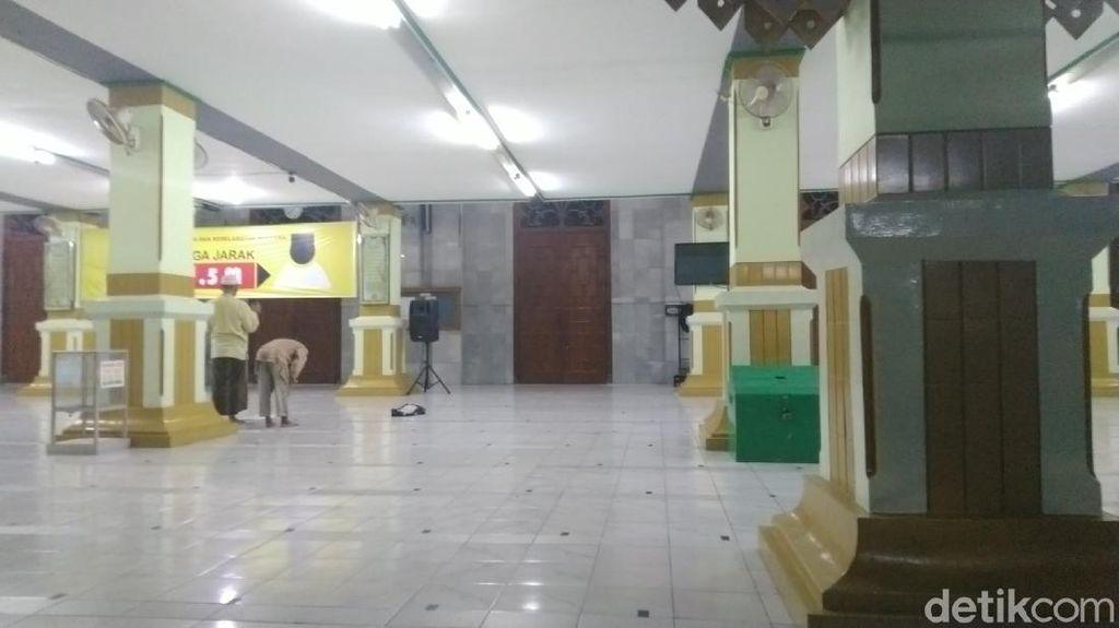 Tak Ada Tarawih Berjamaah, 2 Masjid Agung di Semarang Lengang dan Sepi