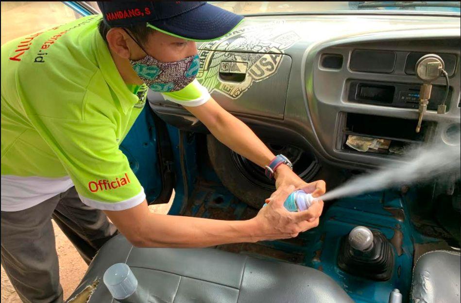 Komunitas Tosca semprotkan disinfektan ke angkutan umum