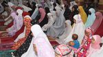 Salat Tarawih Pertama di Aceh Tanpa Pyshical Distancing