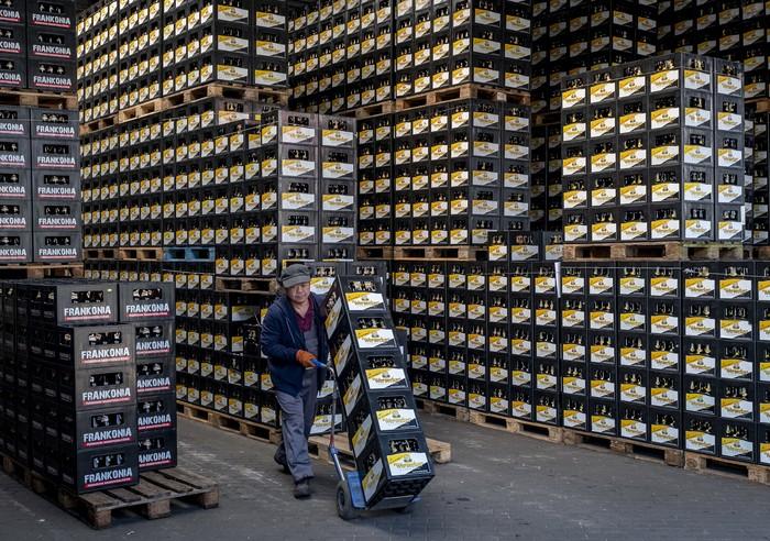 Salah satu pabrik bir asal Jerman, Werneck, berhenti beroperasi akibat pandemi COVID-19. Pabrik itu akan berhenti beroperasi total pada September mendatang.