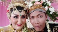 Potret Bule Cantik yang Viral karena Dinikahi Petugas Kebersihan DKI