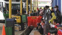Transportasi Umum Dibuka Lagi, Pemerintah Dinilai Tak Konsisten