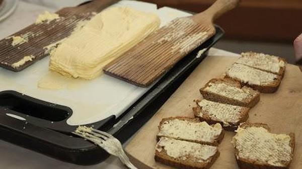 Bergeser ke Irlandia, ada Museum Mentega atau Butter Museum di Shandon, Cork. Museum ini mengulas peran susu yang diolah menjadi mentega yang jadi kekhasan Irlandia (thebuttermuseum.com)