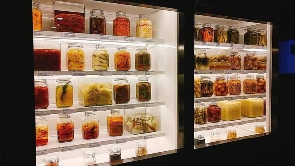 Yang pertama adalah Museum Kimchikan di Korea Selatan. Sesuai dengan namanya, museum yang satu ini memang diperuntukkan untuk segala hal tentang kimchi dan gimjang yang merupakan kuliner khas Negeri Ginseng (museumkimchikan/Instagram)