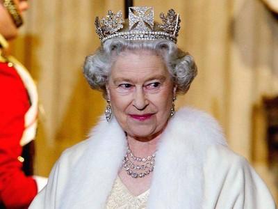 Ketika Ratu Elizabeth II Merugi Ratusan Miliar Akibat Corona