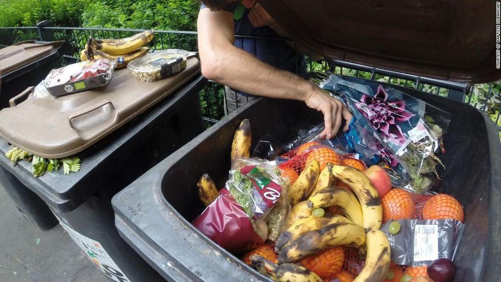 Terjebak di Maldives, Dokter Ini Makan Dari Tempat Sampah