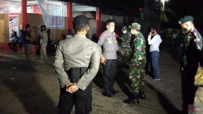 TNI-Polri mencegah kerusuhan napi di Sorong Papua Barat.