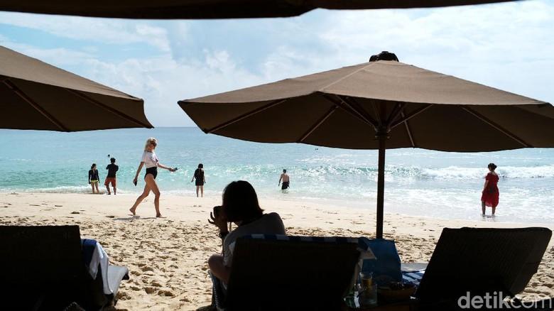 Kangen birunya laut atau sejuknya pegunungan? Pantai Kubu Beach bisa masuk daftar yang harus dikunjungi setelah badai Corona ini berlalu. Lihat dulu yuk foto-fotonya.