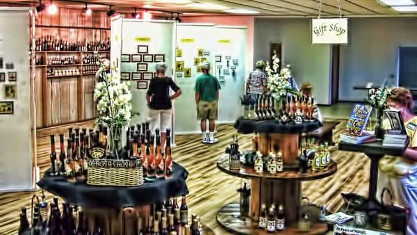 Tak hanya dipakai sebagai penyedap atau bumbu makanan, cuka juga ada museumnya lho di Amerika. Tepatnya bernama International Vinegar Museum di Roslyn, South Dakota (vinegarman.com)