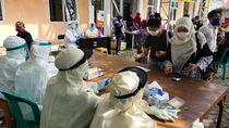 Pedagang-Pengunjung Pasar di Cilegon Jalani Rapid Test Virus Corona