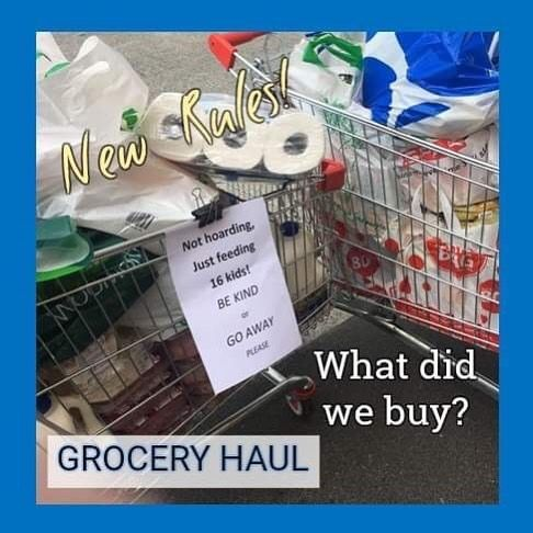 ibu belanja di supermarket