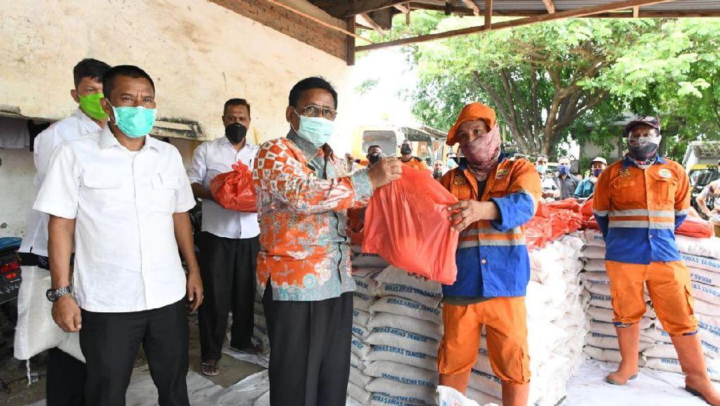 Wali Kota Banda Aceh Salurkan Bantuan untuk 650 Pasukan Oranye