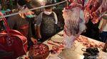 Penjualan Daging Ayam dan Sapi Masih Eksis