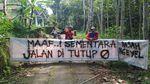 Bikin Ngakak, Rupa-rupa Spanduk Lockdown Khas Indonesia: Lauk Daun sampai Download