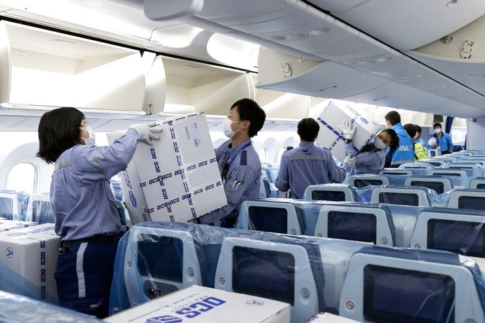 Pesawat penumpang beralih fungsi saat pandemi Corona (COVID-19). Di Jepang, pesawat ANA digunakan untuk membantu mengirim bantuan peralatan medis.