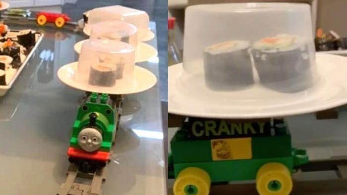 Kereta sushi dari LEGO
