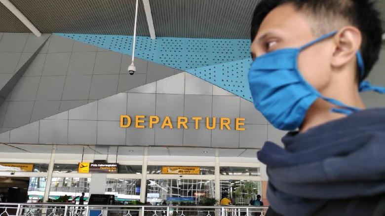 Penumpang di Bandara Hasanuddin Makassar, ilustrasi bandara, bandara, penerbangan