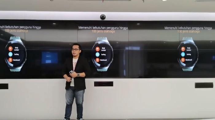 Huawei kembali meluncurkan smartwatch terbarunya, Huawei Watch GT2e. Menariknya, Huawei mengklaim smartwatch ini bisa tahan hingga 2 minggu tanpa melakukan pengisian daya.
