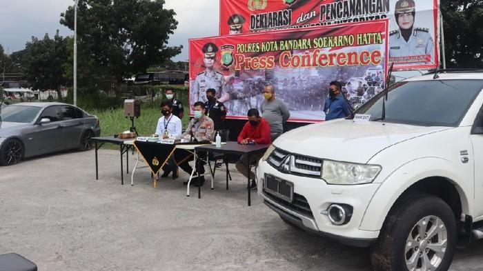 7 Mobil Parkir di Bandara Soekarno-Hatta Bertahun-tahun