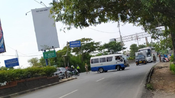 Penegakan aturan larangan mudik lebaran di perbatsan Bekasi-Karawang