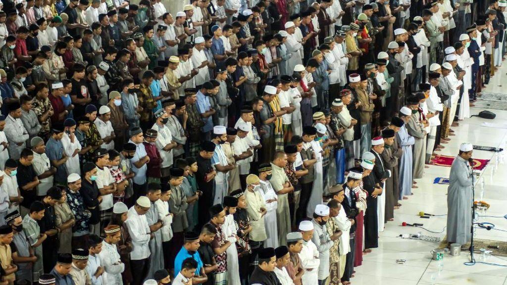 Bukber-Salat Tarawih di Masjid Diperbolehkan, Ini Syaratnya