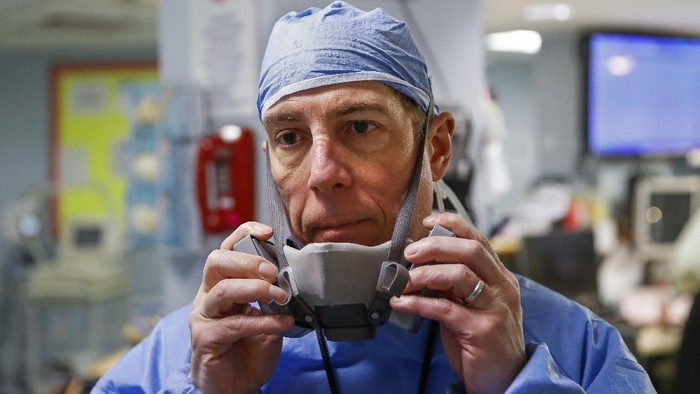 Amerika Serikat menjadi negara terbanyak dalam kasus virus corona, hal tersebut membuat tenaga medisnya juga sangat terimbas dalam hal pelayanan, seperti ini potretnya.