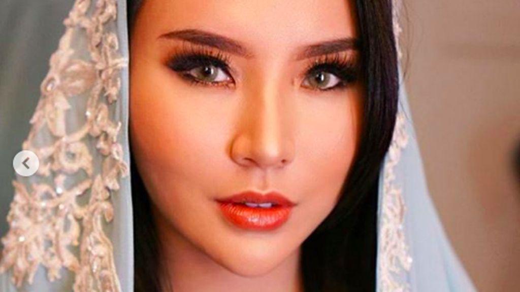 Kecantikan Fitria Yusuf, Direktur Tol yang Jadi Mualaf karena Ayah & Hidayah