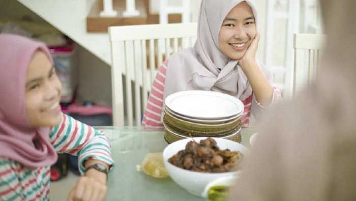 young girls break fasting