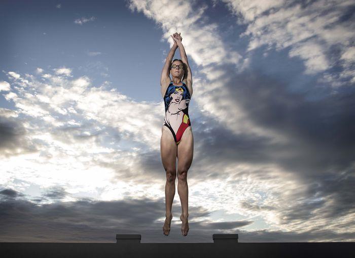 Kebijakan lockdown di Australia membuat para atlet tidak dapat berlatih di lokasi latihan. Perenang Bronte Campbell memilih berlatih sendiri di rumahnya. Yuk lihat.
