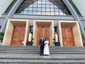 Pengantin Menikah Saat Corona, Dandan Sendiri, Resepsi Diganti Makan Bakmie