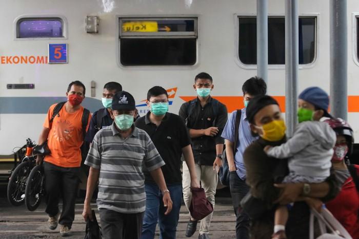 Pemerintah telah resmi melarang mudik mulai hari Jumat (24 April 2020). Transportasi penerbangan, kereta api, hingga jalan Tol Jakarta-Cikampek pun ditutup.