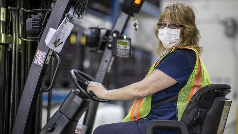 Toyota dan General Motors memproduksi alat-alat medis untuk memenuhi kebutuhan warga Amerika di tengah wabah Corona. Mereka mengoperasikan pabrik yang sempat tutup.