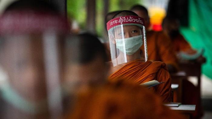 Pada masa pandemi COVID-19 sejumlah sekolah di belahan dunia banyak merubah metode belajarnya seperti belajar di rumah, namun tidak di Thailand ini.