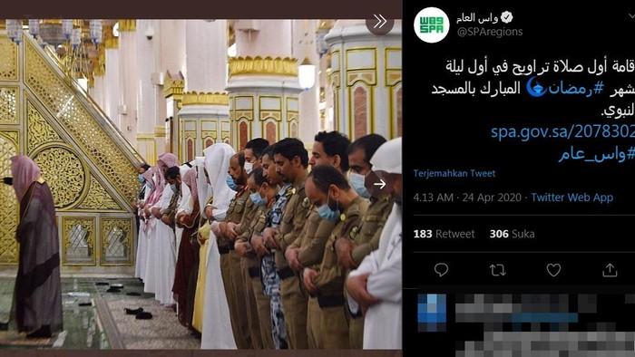sholat tarawih di masjid nabawi