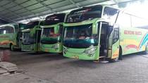 Penampakan Bus Dikandangi karena Larangan Mudik