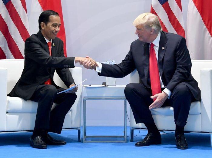 Presiden Jokowi bertemu Presiden AS Donald Trump di sela KTT G20 tahun 2017.