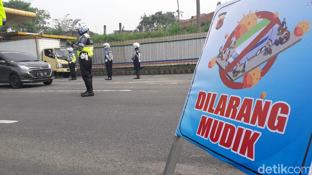 Polisi Bandung Jaring 15 Pemudik yang Nekat Numpuk di Satu Mobil