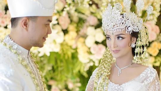 Potret Kemesraan Zaskia Gotik dan Sirajuddin di Hari Sakral