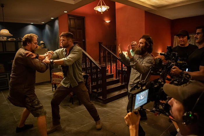 Chris Hemsworth dalam Extraction