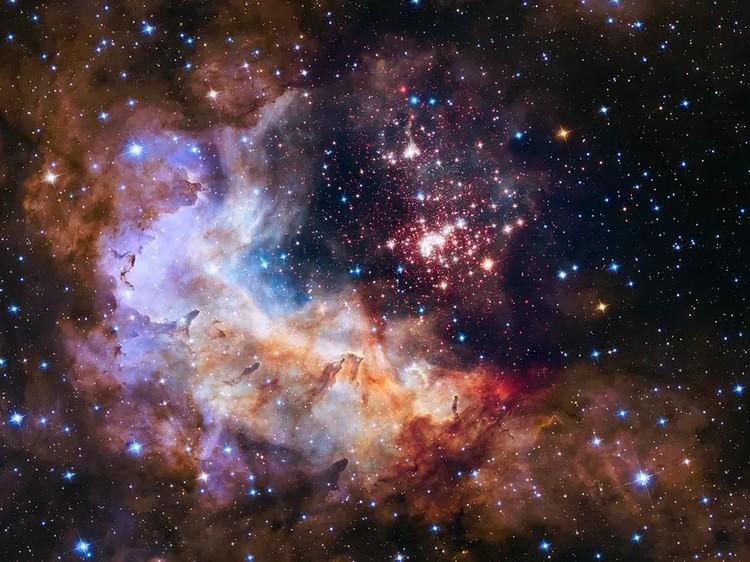 foto ikonik teleskop hubble