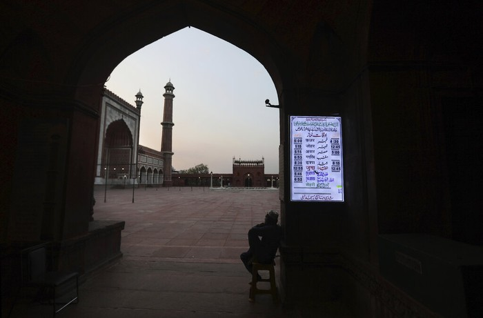 Masjid Jama yang berada di kawasan India, terkenal sebagai masjid terbesar di negara itu. Masjid yang biasanya ramai pengunjung itu kini sepi imbas wabah Corona