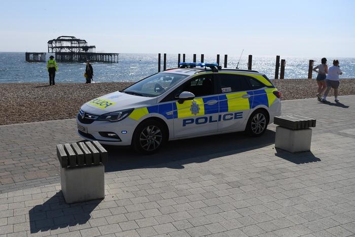 Polisi Inggris berpatroli ke sejumlah ruang publik. Hal itu dilakukan guna imbau warga untuk terapkan pembatasan sosial guna cegah penyebaran virus Corona.