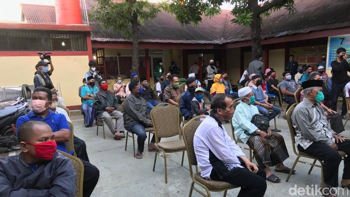 Imam dan Marbot Masjid di Makassar Dapat Bantuan Sembako