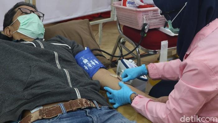 Stok darah Palang Merah Indonesia DKI Jakarta semakin menipis akibat pandemi COVID-19.
