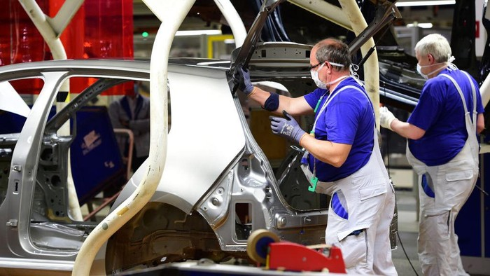Volkswagen membuka kembali pabriknya di Jerman. Sebelumnya VW menutup pabriknya saat Jerman memberlakukan lockdown untuk mencegah penyebaran COIVD-19.