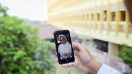 Foto Viral Petugas Medis Akad Nikah Berjauhan karena Lockdown, Bikin Haru