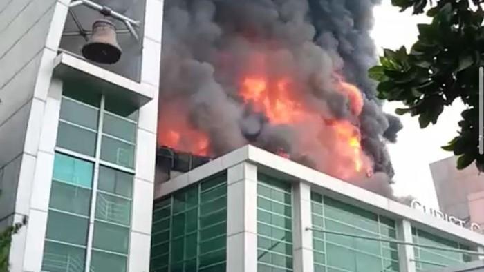 Gereja Christ Cathedral di Serpong, Kabupaten Tangerang, Banten, terbakar, Senin (27/4/2020) pagi. Penyebab kebakaran diduga korsleting listrik.